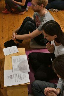 13. úplňkové setkání při recitaci manter. Foto: Petr Králík